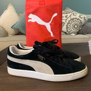 Men's black and white classic Pumas size 9.5